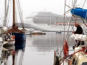 Krydstogtsskib på Færøerne